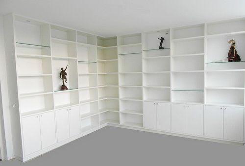 witte boekenkast in hoek Kastenstudio maatmeubel