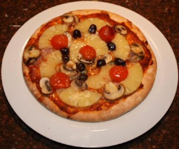 Pizza met ananas en ham