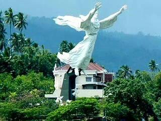 Patung yesus di North Celebes, In donesia. Menurut catatan di goegle patung yesus tertinggi didunia?