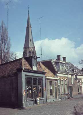 3343 1958. Het Schalderoi, met op de voorgrond het pand van Borrink, kruidenier en opkoper.