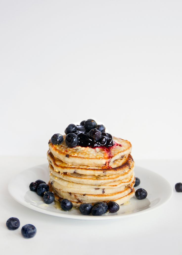 chocOlate chip pancakes with blueberries