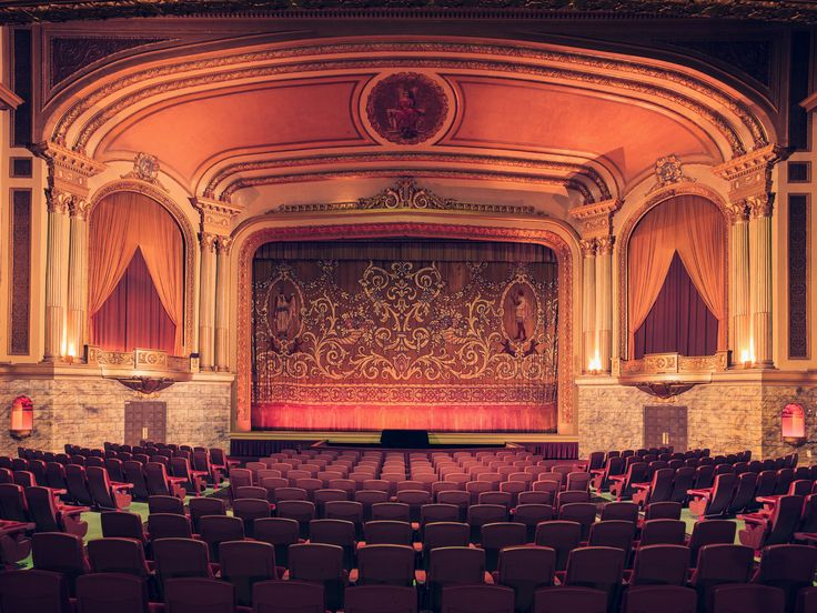 French photographer Franck Bohbot's portfolio of Southern California theatres