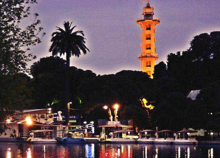 #Türkiye'deki (#İzmir ve #Ankara) İkiz #ParaşütKuleleri... ;) Tüm dünyada sadece 3 adet olan Paraşüt Kuleleri'nden biri Ankara'da THK Müzesi yerleşkesinde; diğeri de İzmir'de Kültürpark Fuar Alanı içerisinde faaldir.