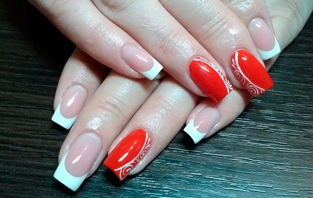 Красно-белый френч шеллаком фото дизайна ногтей