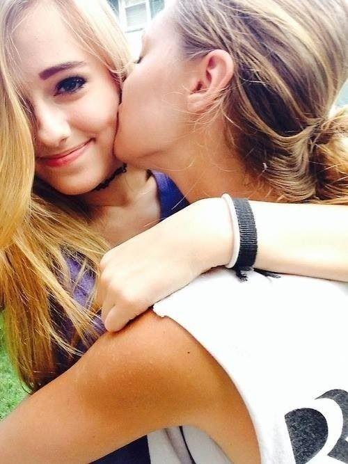 Real Sweet Lesbian Kiss 41