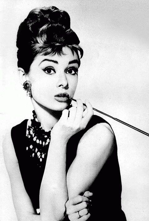 вопрос 8 = 9 женщина - девочка, изящная женственная, благотворительница в конце жизни Одри Хепберн