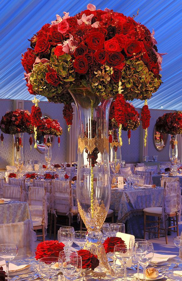 Stunning centerpiece.  Clear glass vases available from Home Decoration Accessories. www.hdaltd.com