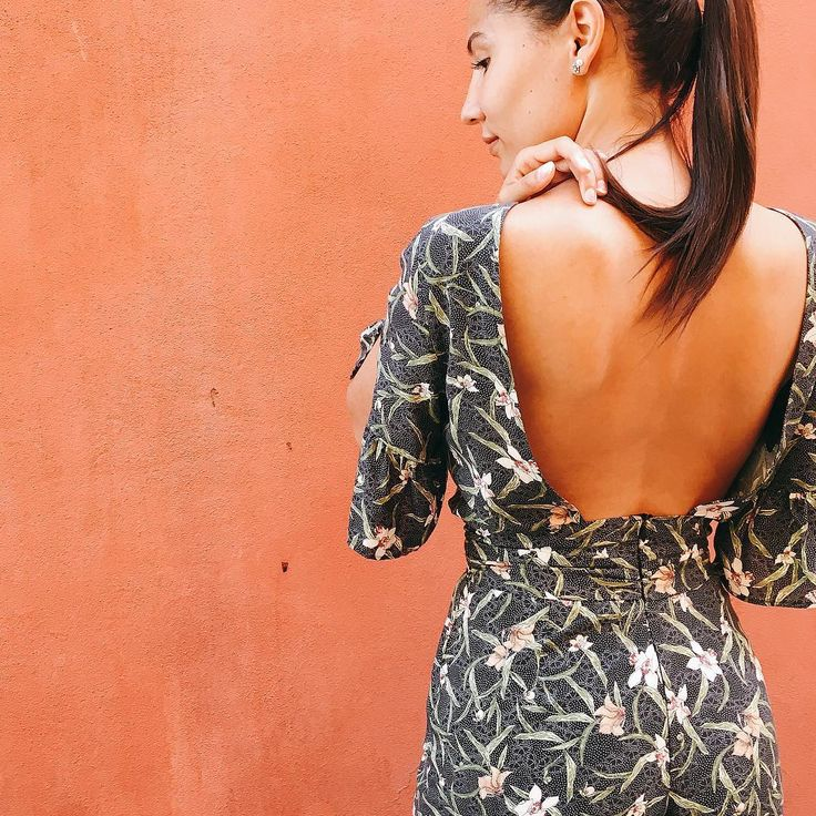 Fashion. Stradivarius jumpsuit. Blogger style. Open back.