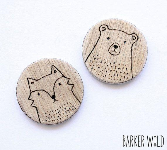 SET di 2 - Woodland spille, spilla in orso & Fox spilla legno accessori arte da indossare, Woodland animale, legno spilla, sciarpa pin, animale badge