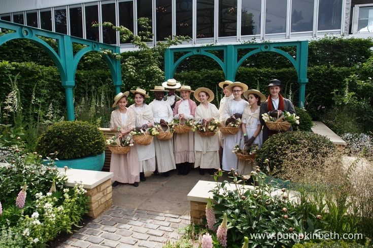 Eliza Doolittle and students from the Sylvia Young Theatre School pose in The '500 Years of Covent Garden' The Sir Simon Milton Foundation Garden in Partnership with Capco.  Jon Housley and '500 Years of Covent Garden' - Pumpkin Beth