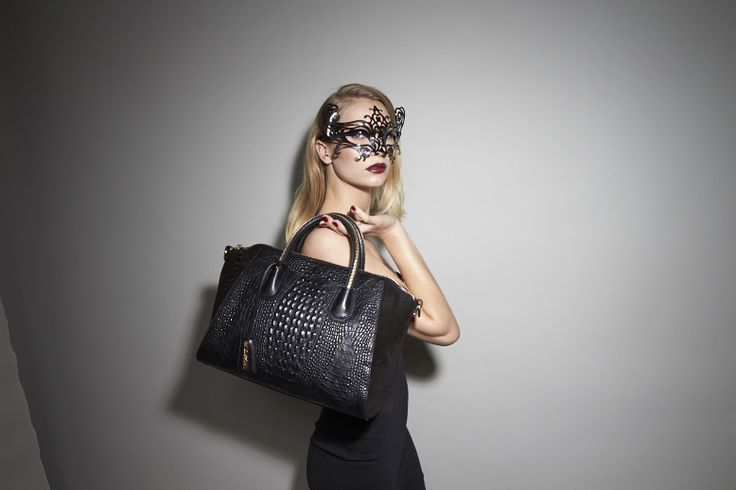 Leowulff Campaign AW14 - CAIMAN BLACK GOLD BAG! View the bag on www.leowulff.com #leowulff #bag #black #Caiman