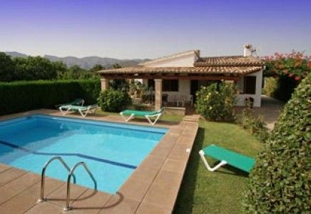 Villa Jaume is a charming pretty simple house situated in the tranquil C'an Xoti area in the lovely countryside between Pollensa town and Puerto Pollensa (approx. 3.5 km from each). It is reached by a small lane and is quite private with hedges bordering the garden and pool area. With a private swimming pool (6m x 4m, depth 1.1m to 2.1m, with ladder) and an attractive partly lawned garden bordered by high hedges and plum, pear, orange and lemon trees, it offers cosy accommodation in a…
