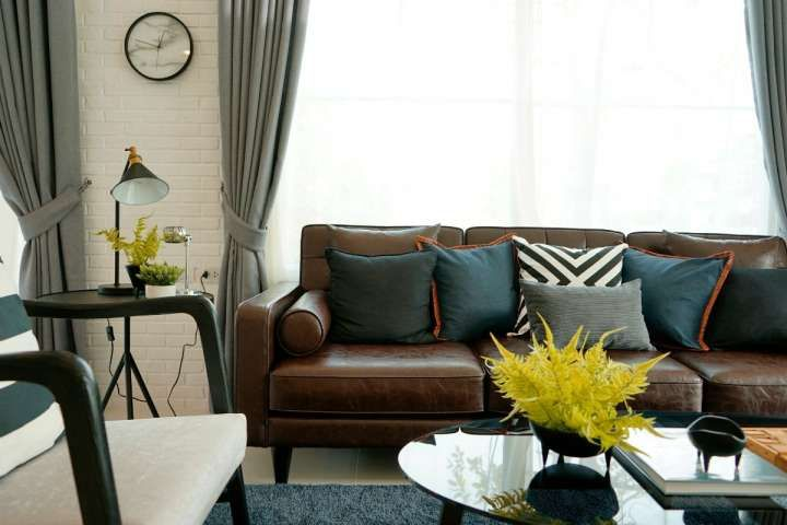 Brown Furniture Living Room, What Colour Curtains Go With Dark Brown Leather Sofa