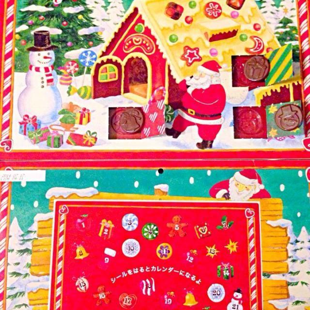 アドベントカレンダーは、クリスマスまでの期間に日数を数えるために使用されるカレンダーでアドベントの期間(イエス・キリストの降誕を待ち望む期間)に窓を毎日ひとつずつ開けて、すべての窓を開け終わるとクリスマスを迎えたことになる。窓を開くと写真やイラスト、詩や物語の一編、チョコレートなどのお菓子、小さなプレゼント等が入っていることが多いそうです - 33件のもぐもぐ - Advent calendarアドベントカレンダーチョコ by Ami