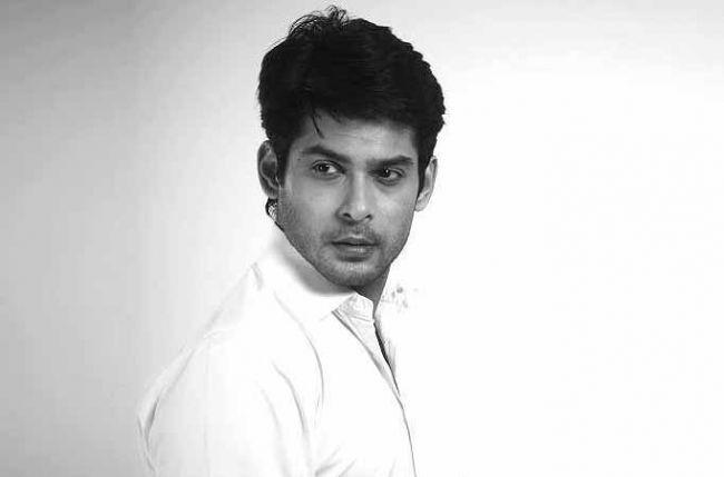 Siddharth Shukla is Karan Johar's new blue-eyed boy | Tellychakkar.com