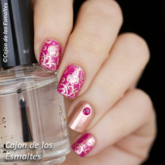 Nail art - Flowers in pink and gold Orly Hot Tropics and stamping plate BP 17 from @bornprettynails