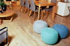 Zabawne, niewielkie pufy w ciekawych kolorach idealne do salonu jak i do przedpokoju. To dodatkowe siedzisko, które może zmieniać swoją lokalizację w zależności od potrzeb.
