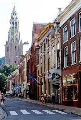 Brugstraat met de Der Aa-kerk in Groningen.