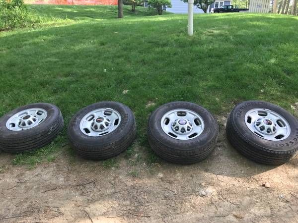 4 GMC 2500 tires with sensors LT 245/75 R17 – auto parts – by owner