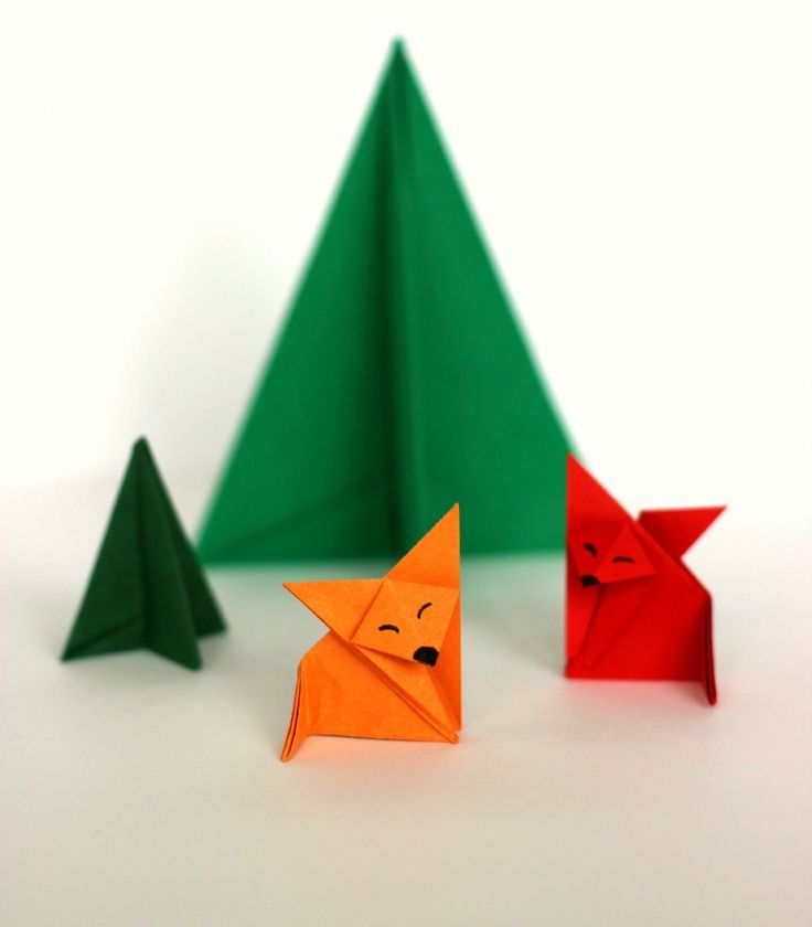Der kleine Origami Fuchs blinzelt verschlafen in den Winterwald. Hier gehts zur Anleitung...