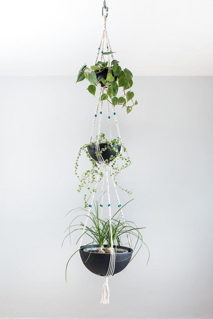 Suspension en macramé bymadjo.com Modèle Zephyr Suspension macramé Suspension plante Suspension pour plantes Saladier métal noir martelé perles turquoise