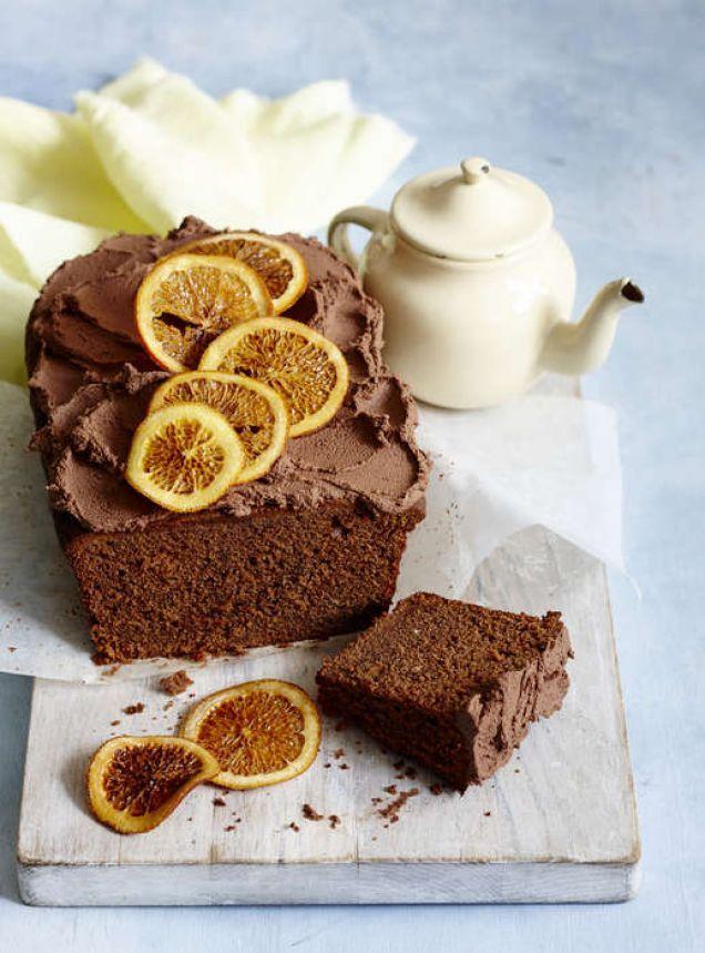 En härligt krämig chokladkaka med smak av apelsin – perfekt som dessert efter middagsbjudningen!