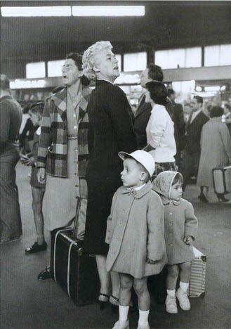Quelques photos des premiers congés payés et donc pour certains des premières vacances ... Ces photos ont été prises en 1936 par Doisneau.