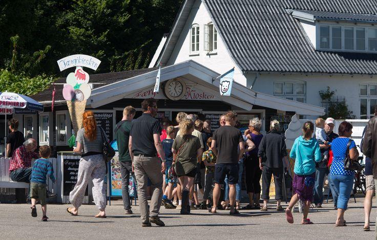 Færgekiosken med is m.v. -  ligger på Rørvig havn
