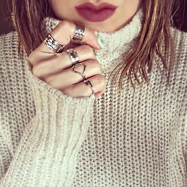 Take us back Tuesday to chunky sweaters, bold lips, and piled on rings!  #feelslikefalltoday