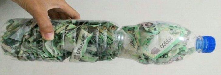 Di tangan orang kreatif, botol bekas air mineral entah merek Aqua, Viro, Ades, atau lainnya bisa dibuat menjadi barang yang memiliki kegunaan tinggi. Salah satunya menjadi celengan, sebuah benda kecil yang memiliki fungsi untuk menabung atau mengumpulkan uang receh. Barang yang dihasilkan memang tergantung kreativitas. Semakin tinggi semakin bagus. Beberapa bahkan ada yang lebih unik