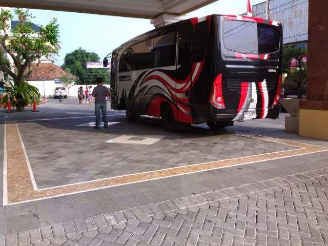 sewa bus wisata di Solo