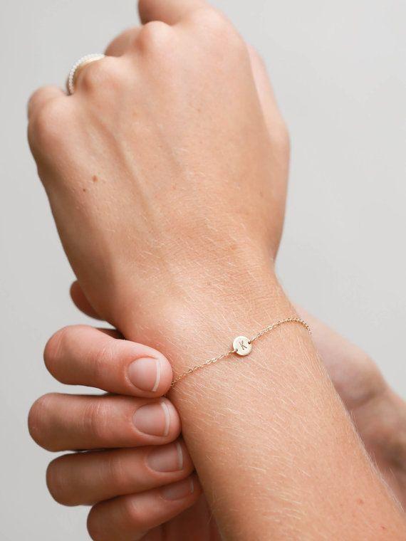 Super Dainty Initial Bracelet Delicate par LayeredAndLong sur Etsy