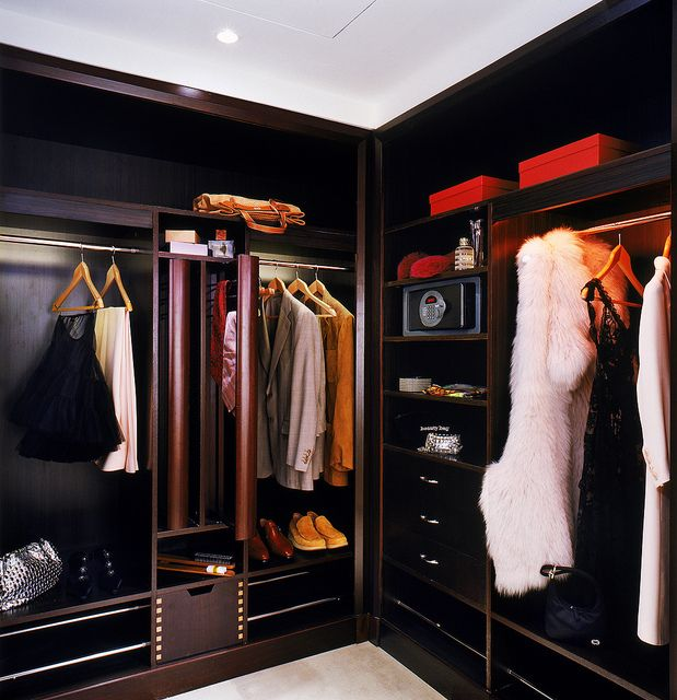 20 best hotel closets images on pinterest closets open for Black walk in wardrobe