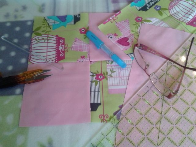 Today it is European Quilting Day (18.6.) and we are making small quilts in foundation piecing.