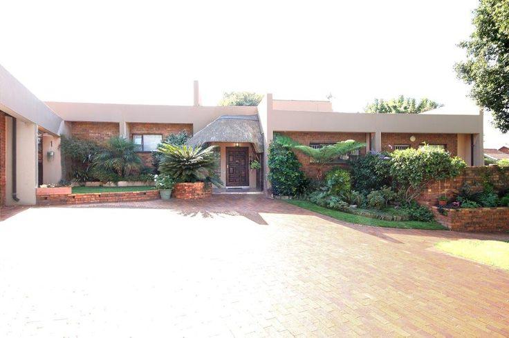 Property for sale in Weltevreden Park 4bed 3bath R2,380m