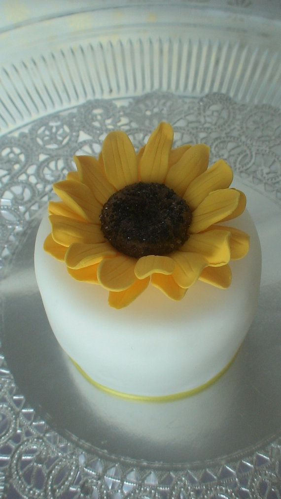 Edible sunflower decoration