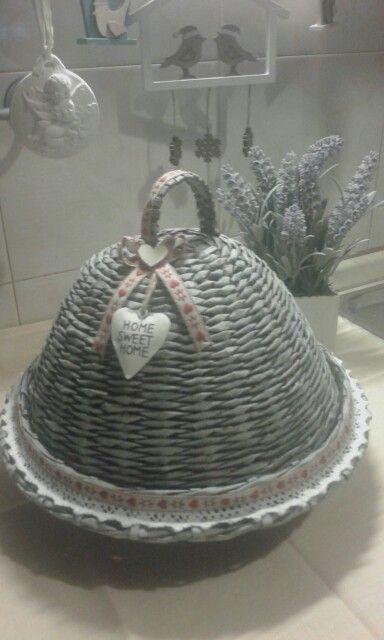 Porta torte realizzata con cannucce di carta