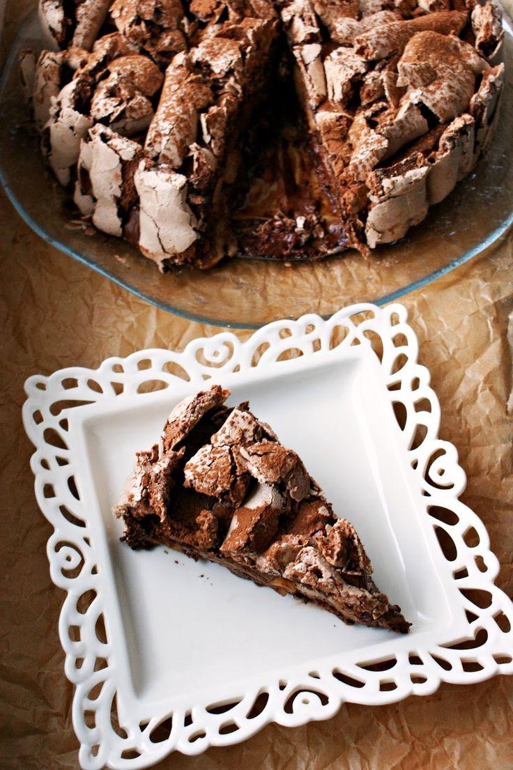 Czekoladowy tort bezowy z gruszkami http://iinspiracje-kulinarne.blogspot.com/2014/01/czekoladowy-tort-bezowy-z-gruszkami-1_30.html?utm_source=BP_recent