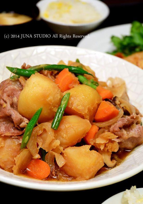 Japanese Nikujaga, Simmered Meat and Potatoes 肉じゃが