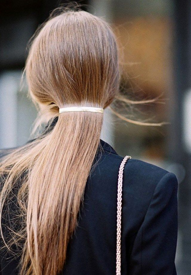 6 Go-To Hairstyles To Wear When You Are Traveling: #6. Minimalist Clip