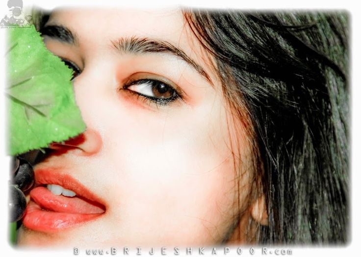 GORGEOUS SEXY GIRL HAVING PINK LIPS RED TONGUE EATING BLACK GRAPES PIC BY BRIJESH-KAPOOR
