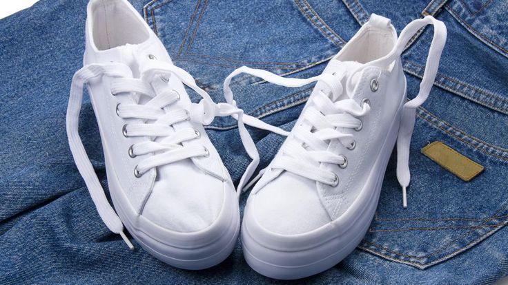 Las zapatillas blancas son un básico en cualquier armario y se han convertido en uno de los calzados más comprados y utilizados