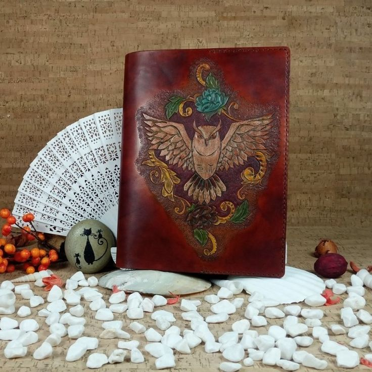 "Owl book cover (No Shipping Costs - Made to Order) Capa Mocho  This beautiful handmade book cover is decorated with a carved owl, the symbol for knowledge. Purchase this cover and you will have an attractive and easy way to protect the book you're reading. Made from 6oz.(2.4mm) veg tanned leather it will fit any book with approximate measurements of 9.25""x 6.5"" and a thickness of 1.18"". It's all hand dyed and hand sewn. catSLeather #b2zoneservice"