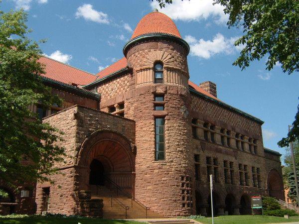 Pillsbury Hall at the University of Minnesota (1887.)