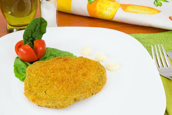 La ricetta per preparare le spinacine, cotolette a base di pollo e spinaci, a casa. Una soluzione veloce e sana per la cena anche dei bambini!