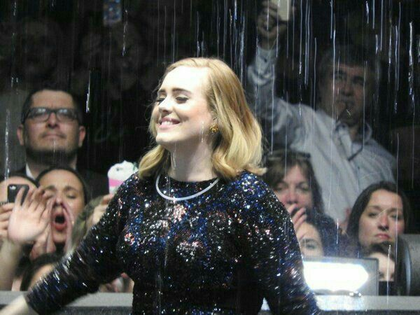 Adele tour 2016 - Love the happiness on her face..