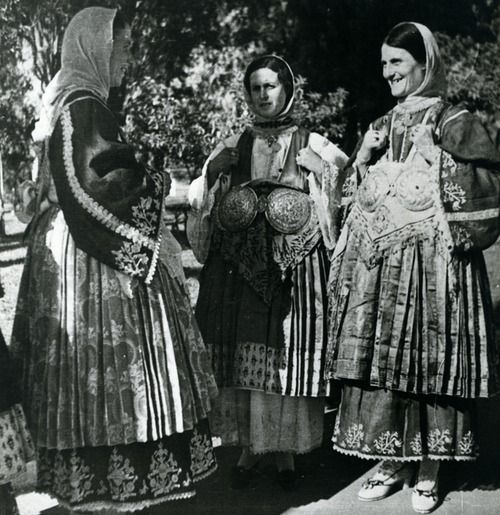 Women from Trikeri, Magnesia, Thessaly, wearing the local costume.  Photo: Nelly's. 1936  © Peloponnesian Folklore Foundation, Nafplion, Greece