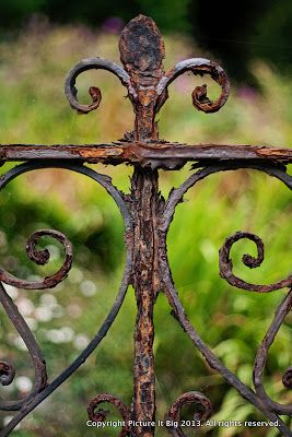 Day 23. Rusty railings. Solva is a lovely little port (best seen at high tide) with a clutch of shops and galleries and a very nice pub. #abstractphotography