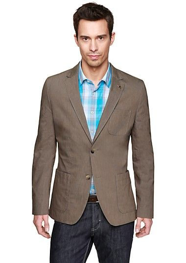 Lighter color blazers give a nice contrast with casual jeans.