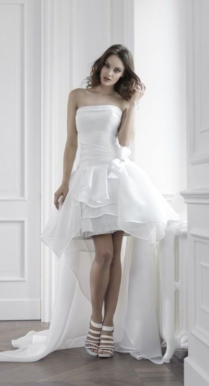 #Abiti da #sposa #corti. Per voi alcune nostre proposte pensate proprio per la sposa che non ama l'abito tradizionale. Che ne pensate? www.AbitiperSposa.it